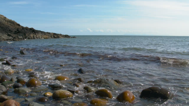 Schotse rotsachtige strand in Dumfries and Galloway in zomer