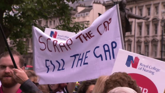scrap the cap' protest outside the houses of parliament regarding the public sector wage cap - プラカード点の映像素材/bロール