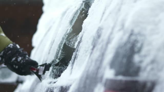 HD: Raschiare neve fuori dall'auto Windows