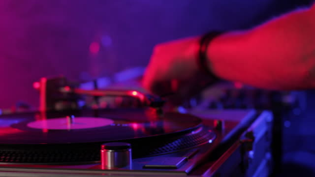 vidéos et rushes de cu selective focus dj scratching records in nightclub, view of hand / london, united kingdom - angleterre