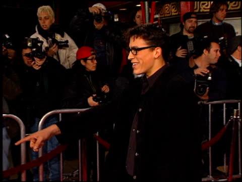 vídeos y material grabado en eventos de stock de scream 2 premiere at the 'scream 2' premiere at grauman's chinese theatre in hollywood, california on december 10, 1997. - scream named work