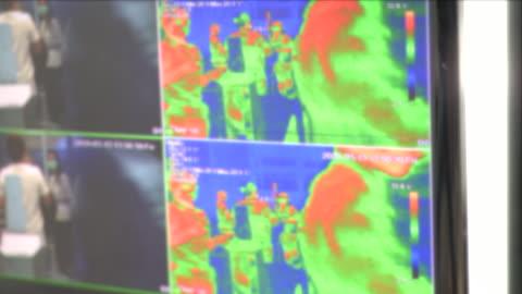 vídeos y material grabado en eventos de stock de monitoreo de pantalla análisis de monitoreo de thermoscan - equipo médico de escaneo