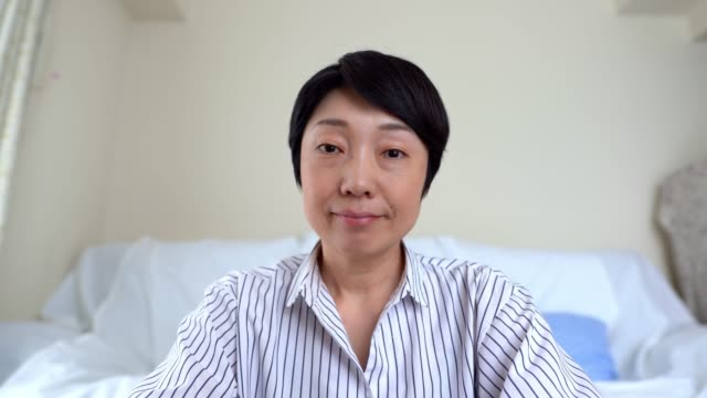 screen of beautiful asian woman having video conference with laptop in quarantine. - webcam stock videos & royalty-free footage