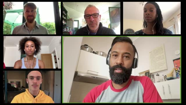 stockvideo's en b-roll-footage met screen of multiple work colleagues on video call - meervoudig beeld