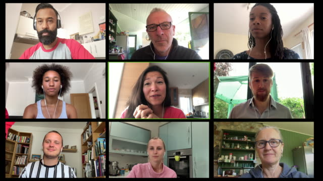 vídeos de stock e filmes b-roll de screen of multiple work colleagues on video call - employee engagement