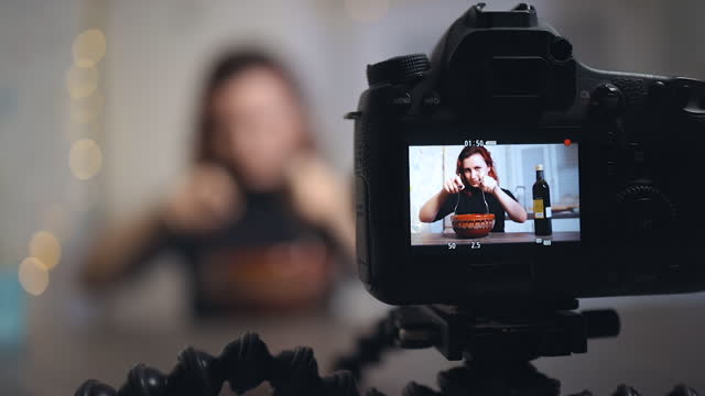 screen view: young female blogger stirs salad while recording a tutorial - sich verschönern stock-videos und b-roll-filmmaterial