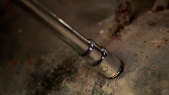 stockvideo's en b-roll-footage met schroevendraaier schroef en draai een bout op een ijzeren plaat - draadloze telefoon