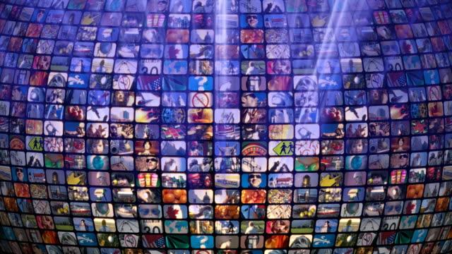 vídeos de stock, filmes e b-roll de loop de rolagem relacionadas à mídia. parede de informações multimídia, médio, televisão, a radiodifusão. - medium group of objects