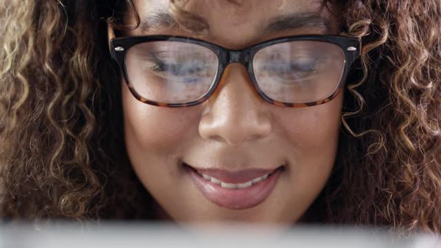 vidéos et rushes de faire défiler un monde massif d'opportunités en ligne - bring your own device