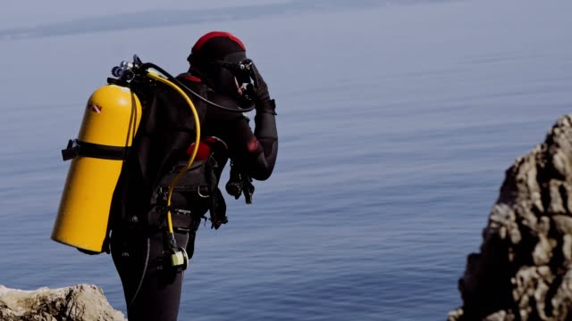 scuba diver preparing for dive stock video - aqualung diving equipment stock videos & royalty-free footage