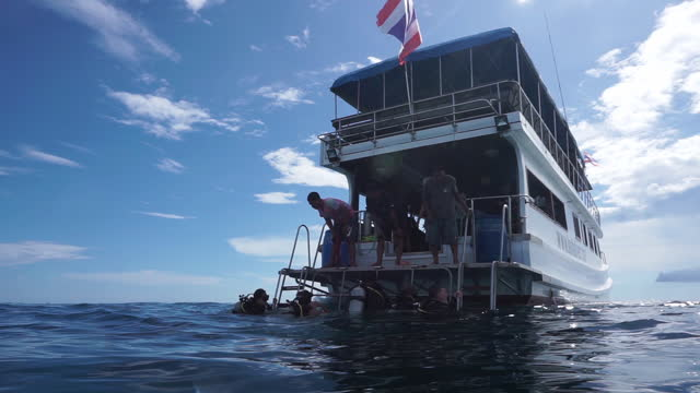 scuba divers returning to dive boat phi phi thailand - andaman sea stock videos & royalty-free footage