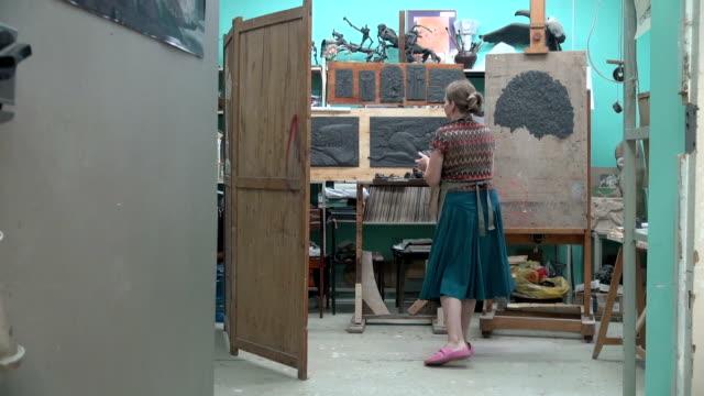 sculptors process - 豊富点の映像素材/bロール