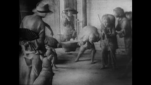 sculptural depiction of the farmers of the hunan province peasant rebellion witnessed by chairman mao and shaping his ideology - anno 1925 video stock e b–roll