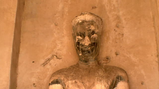 cu zo ws sculpture at wat chaiwattanaramin, ayutthaya, thailand - アユタヤ県点の映像素材/bロール