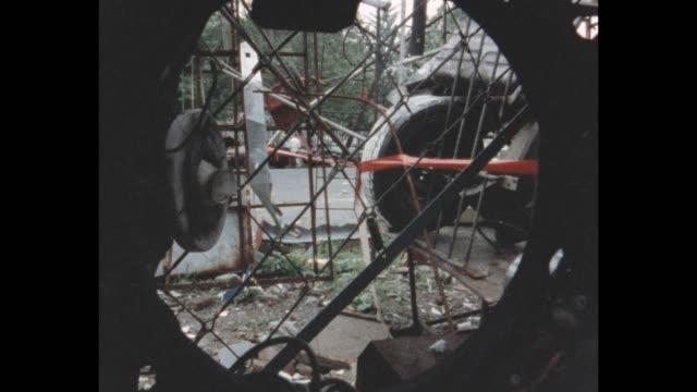vídeos y material grabado en eventos de stock de sculpture garden created from found pieces and junk in an vacant lot on forysyth street at rivington st. - terrenos a construir