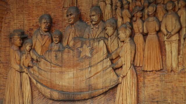 vídeos de stock e filmes b-roll de sculpture in an acadian museum - figura masculina