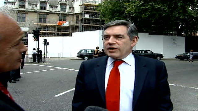 stockvideo's en b-roll-footage met nelson mandela statue unveiled in parliament square; ext gordon brown mp interview sot - president mandela has a reputation and credibility in every... - ongerechtigheid