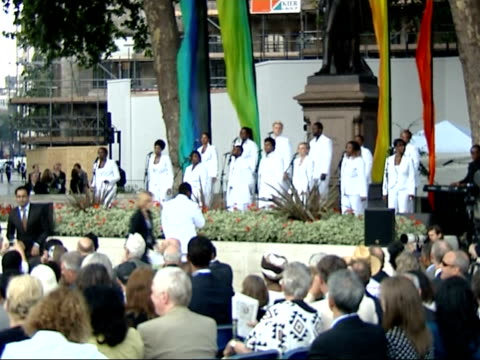 nelson mandela statue unveiled in parliament square; london community gospel choir performing at a ceremony to unveil statue of former south african... - ロンドン コミュニティ ゴスペル クワイア点の映像素材/bロール