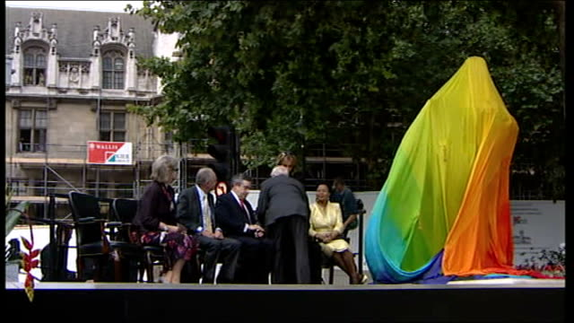 nelson mandela statue unveiled in parliament square nelson mandela mounts podium to crowd applause at statue unveiling ceremony nelson mandela seated... - evil stock videos & royalty-free footage