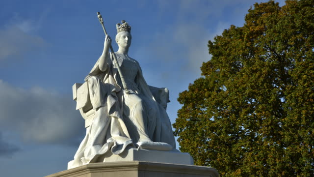 sculpture of a young queen victoria dressed in her coronation robes situated in hyde park sculpted by her daughter princess louise, duchess of argyll - ruler stock videos & royalty-free footage