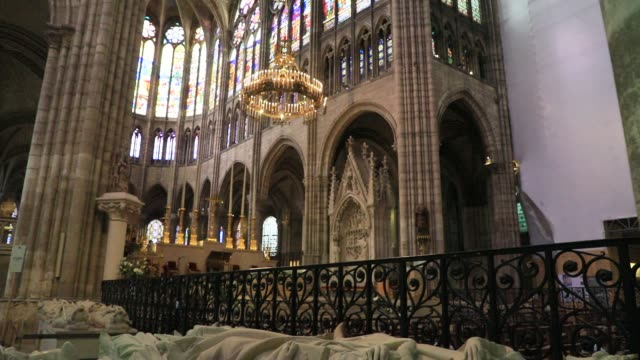 sculptures representing french sovereign praying at the basilica of saint-denis in the outskirts of paris on july 5, 2020 in saint denis, france. the... - basilica video stock e b–roll