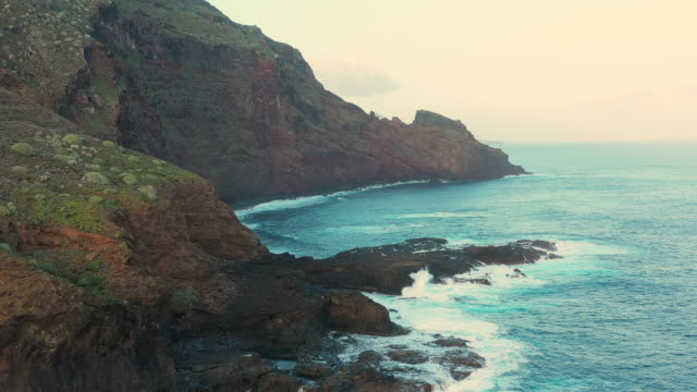 vidéos et rushes de aerial ms mer et côte / îles canaries, espagne - falaise