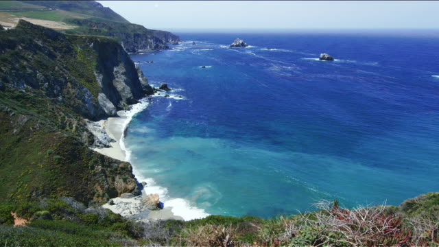 sea and coastline of pacific coast highway (highway 1), california - pazifikküste stock-videos und b-roll-filmmaterial