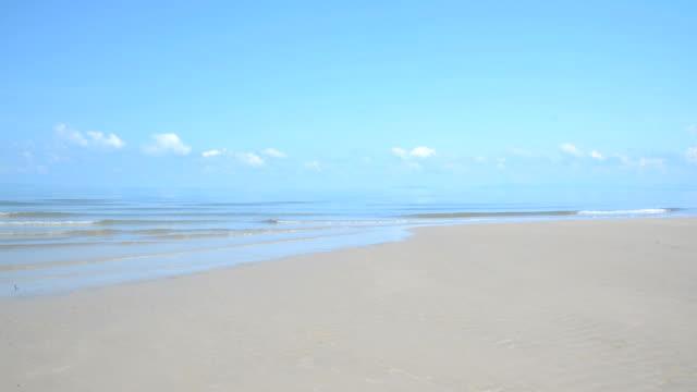vídeos y material grabado en eventos de stock de vista al mar y a la playa de arena - hispaniola
