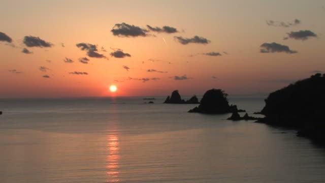 sea at sunset - 沈没する点の映像素材/bロール