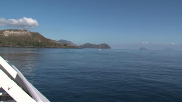 vídeos y material grabado en eventos de stock de el mar de fondo desde un bote y su servicio - hidroplano