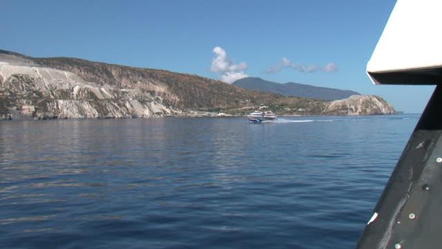 vídeos y material grabado en eventos de stock de el mar de fondo; aliscafo paso a lo largo de la costa - hidroplano