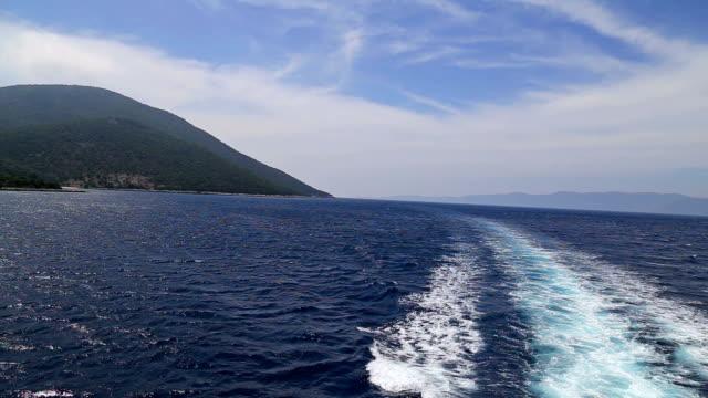 Mare dietro una barca