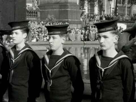 stockvideo's en b-roll-footage met sea cadets stand to attention at trafalgar square during the trafalgar day ceremony - militair uniform