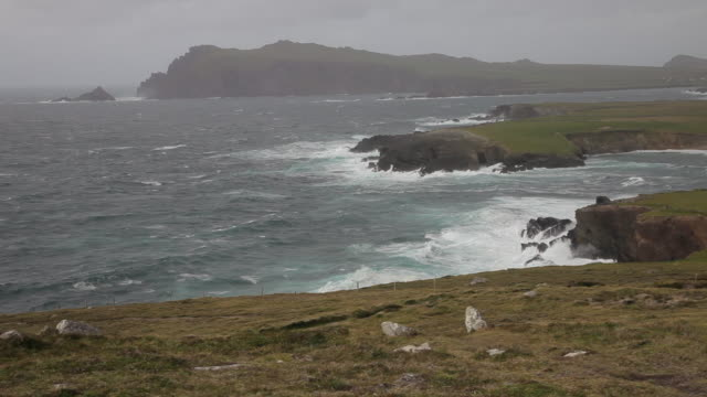 vidéos et rushes de ws pan sea coast with gloomy sky / ireland - irlande