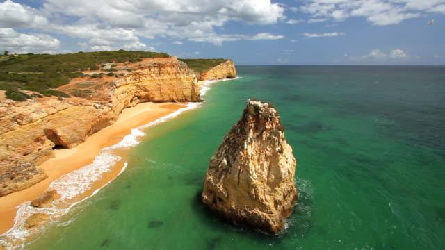 sea coastal view of praia dos caneiros, ferragudo, algarve, portugal, europe - algarve stock-videos und b-roll-filmmaterial