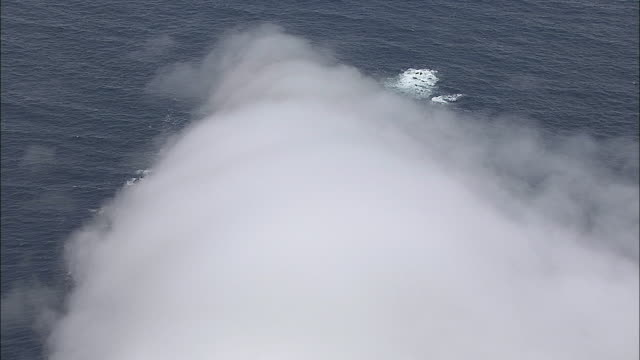aerial zi sea fog and lighthouse at cape point, cape of good hope, western cape, south africa - ケープ半島点の映像素材/bロール
