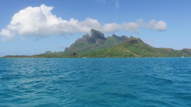 sea in front of mountains covered with tropical forest - tahitian culture stock videos & royalty-free footage