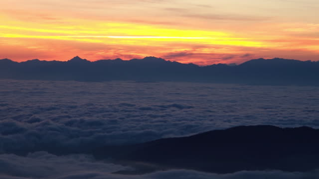 sea of clouds before sunrise viewed from hakusan - ishikawa prefecture stock videos and b-roll footage