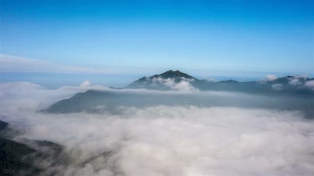 sea of clouds flowing on mountain / gyeonggi-do, south korea - hoch position stock-videos und b-roll-filmmaterial