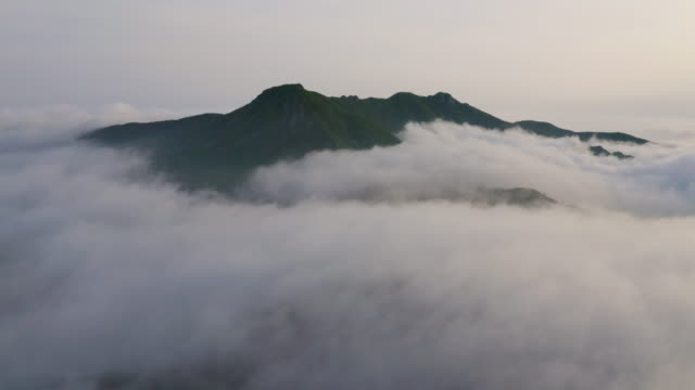 sea of clouds in hwangmaesan mountain / gyeongsangnam-do, south korea - atmospheric mood stock videos & royalty-free footage