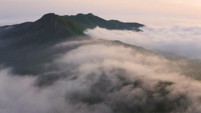sea of clouds in hwangmaesan mountain / gyeongsangnam-do, south korea - luogo d'interesse locale video stock e b–roll