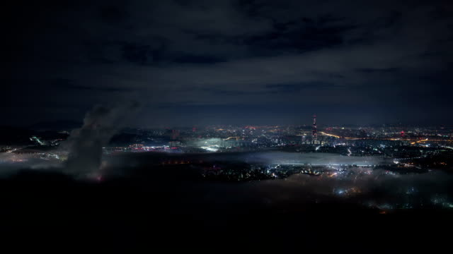sea of clouds over lotte world tower (the tallest building in korea) and downtown seoul at night - vidbild bildbanksvideor och videomaterial från bakom kulisserna