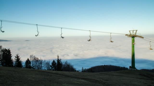 T/L Sea of fog behind the sky lift