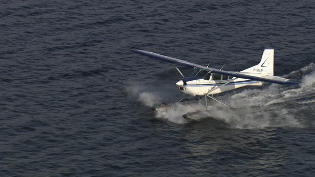Sea plane air-to-air landing.