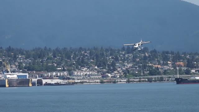 シープレーン着陸 - 水上飛行機点の映像素材/bロール
