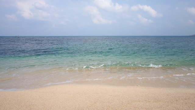 Sea sand sun beach med blå himmel, avkoppling koncept, 4k(UHD)