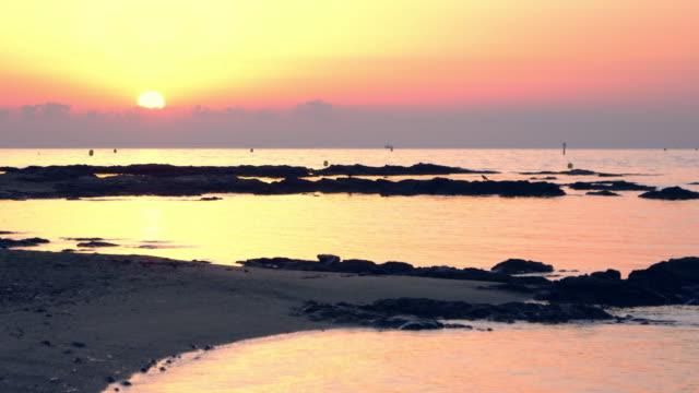 havet solnedgång. fridfullt landskap - stillsam scen bildbanksvideor och videomaterial från bakom kulisserna