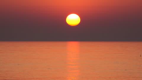 meer sonnenuntergang - sunset stock-videos und b-roll-filmmaterial