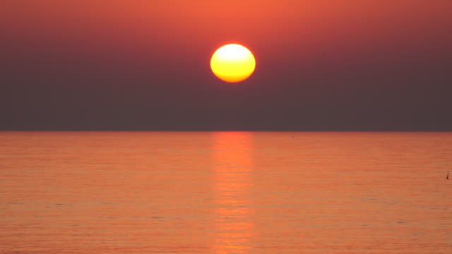 sea sunset - horizon over water stock videos & royalty-free footage