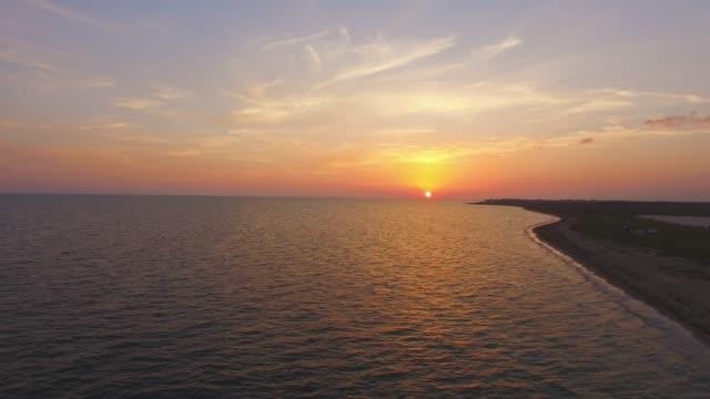 antenn: havet ytbehandlar på sunset - horisont över vatten bildbanksvideor och videomaterial från bakom kulisserna